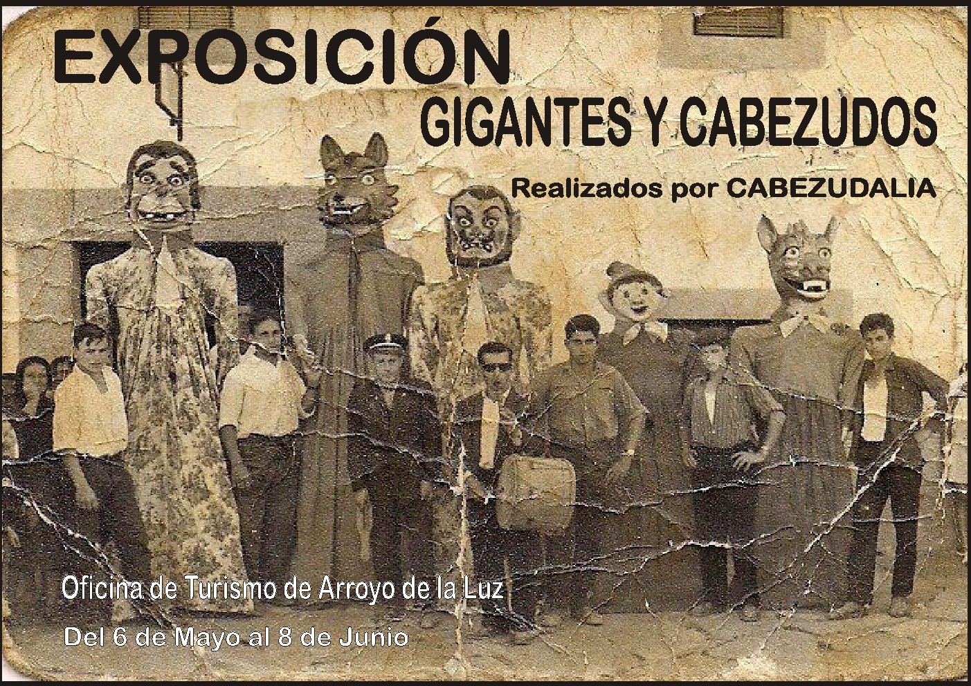 Exposición de 'Gigantes y cabezudos' en la Oficina de turismo