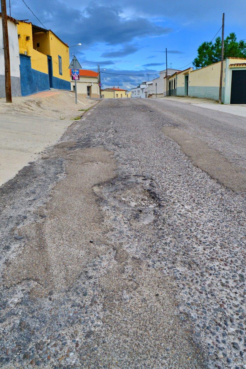 La carretera de Aliseda, en estado lamentable